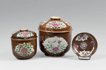 CHINE - Compagnie des Indes  DEUX POTS couverts et deux soucoupes décor émaillé