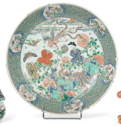 CHINE  Coupe en porcelaine famille verte de deux phénix parmi les pivoines, pap