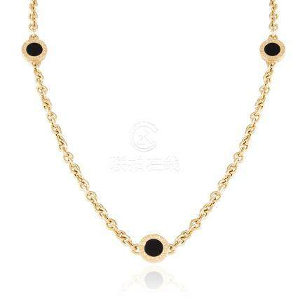 AN ONYX LINK NECKLACE, BULGARI in 18ct yellow gold, comprising of six onyx Bvlgari links signed