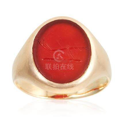 AN ANTIQUE CARNELIAN INTAGLIO SIGNET RING in high carat yellow gold, set with an oval piece of