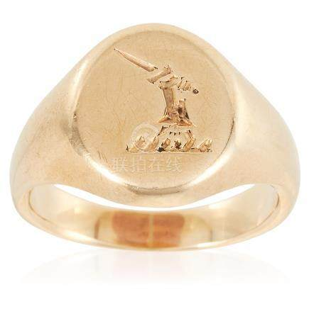 AN ANTIQUE INTAGLIO SIGNET RING in yellow gold, the oval face with engraved heraldic crest, size L /