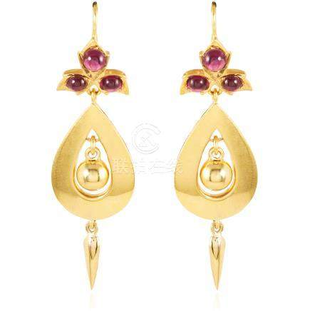 A PAIR OF ANTIQUE GARNET DROP EARRINGS, 19TH CENTURY in high carat yellow gold, each with a