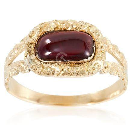 AN ANTIQUE GEORGIAN GARNET RING, EARLY 19TH CENTURY in high carat yellow gold, the oval cabochon