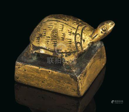 A SMALL GILT-BRONZE 'TORTOISE' SEAL