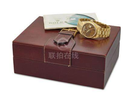 ROLEX. A VERY FINE AND RARE 18K GOLD AUTOMATIC WRISTWATCH WITH SWEEP CENTRE SECONDS, DAY, DATE, WOODEN DIAL, BRACELET, PERIOD BROCHURE AND BOX