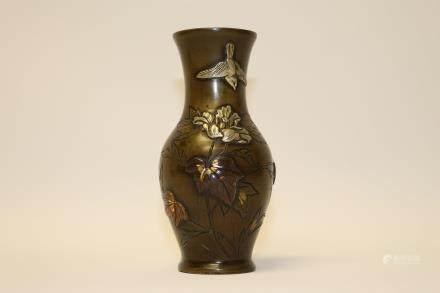 A Japanese elegant bronze vase