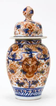 JAPANESE IMARI PORCELAIN COVERED JAR In temple jar form. Wit