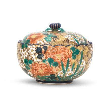 UNUSUAL JAPANESE SATSUMA POTTERY COVERED BOWL Decorated by a