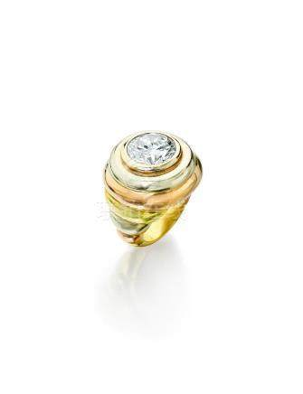 An 18k tri-colored gold and diamond ring