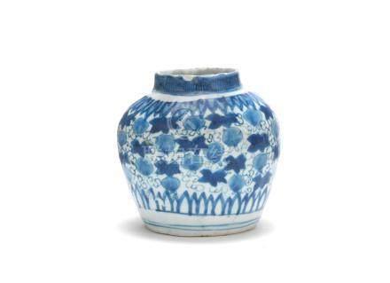 A blue and white 'pomegranate vine' jar Jiajing/Wanli (3)