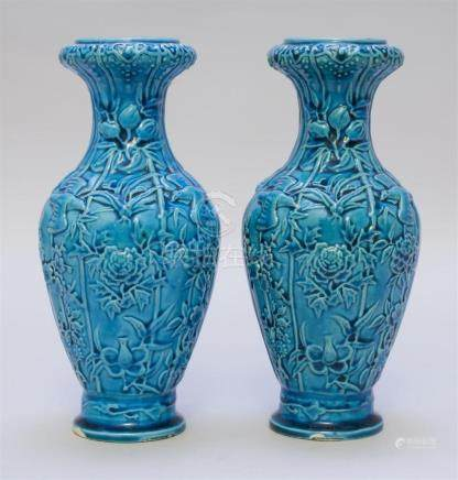 PAIR OF CHINESE TURQUOISE GLAZE PORCELAIN VASES In baluster