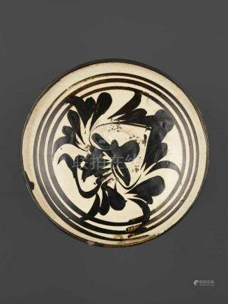 A PAINTED CIZHOU BOWL, SONG DYNASTYChina, Song dynasty (960-1279). The creamy-white glaze painted in