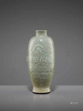 A LONQUAN CELADON VASE, MINGChina, 15th-16th century. The massively potted vessel with a vitreous,