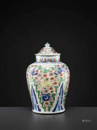 A LIDDED WUCAI VASE, MING DYNASTYChina, 16th - 17th century. Freely painted in underglaze blue,