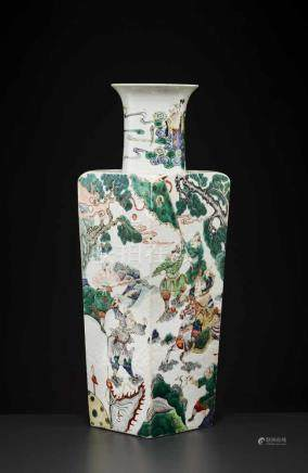 A LARGE KANGXI PERIOD SQUARE VASEChina, 1662-1722, Famille Verte. The base with a leaf mark in a
