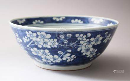 A 19TH / 20TH CENTURY CHINESE PORCELAIN PRUNUS BLOSSOM BOWL, 27.5cm diameter x 11cm high