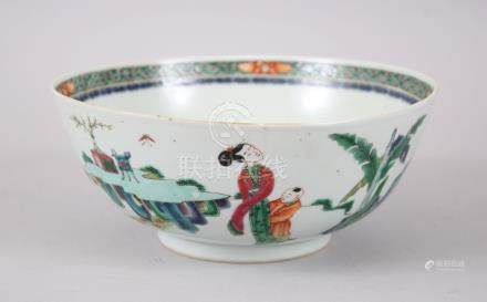 A GOOD 19TH CENTURY CHINESE PORCELAIN FAMILLE VERTE BOWL, the exterior decorated with three