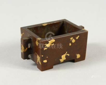 A SMALL CHINESE GOLD SPLASH RECTANGULAR CENSER. 7cms wide.