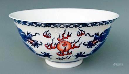 青花加彩雙龍戲珠紋碗