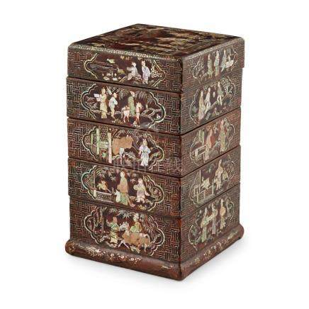 LAC BURGAUTÉ FOUR-TIERED BOX AND COVER 17TH CENTURY 18.3cm h