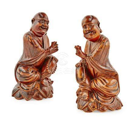 PAIR OF WOODEN FIGURES OF LUOHAN LATE QING DYNASTY 18.5cm hi