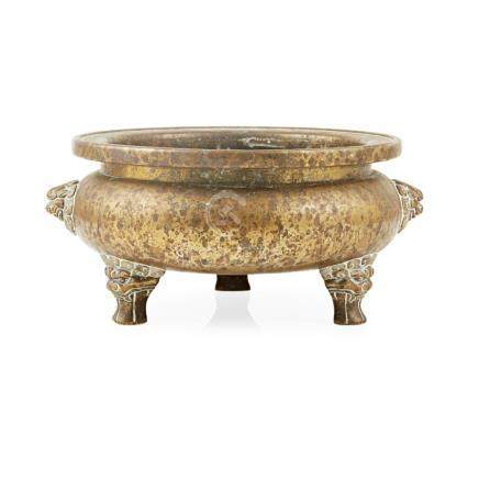 LARGE BRONZE TRIPOD CENSER XUANDE MARK, LATE MING/EARLY QING