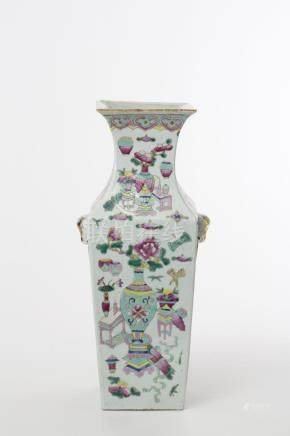 Vase à section carrée famille rose, Chine, dynastie Qing (16