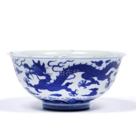 Blue and white bowl Chinese, Qianlong (1735-1796) decoration with two five clawed dragons divided