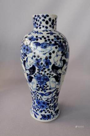 CHINESE QING DYNASTY CERAMIC BLUE AND WHITE VASE