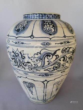 VERY RARE CHINESE 18TH C. BLUE AND WHITE VASE