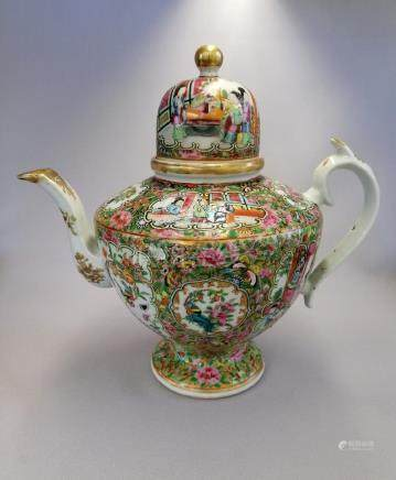 SUPERB CHINESE QING DYNASTY ROSE MEDALLION TEAPOT