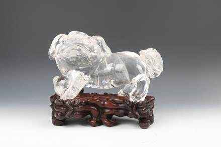 CHINESE CRYSTAL ROCK BEAST CARVING WITH STAND