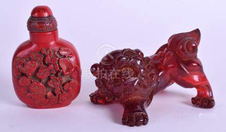 A CHINESE SNUFF BOTTLE together with a foo dog. (2)
