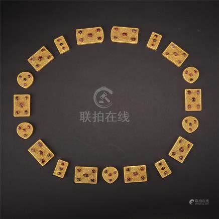 A SET OF GOLD RUBY JADE BLET PLAQUE