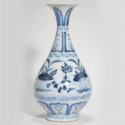 CHINESE PORCELAIN BLUE AND WHITE FLOWER YUHUCHUN VASE