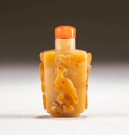 19th Chinese Antique Honey Agate Carved Snuff Bottle
