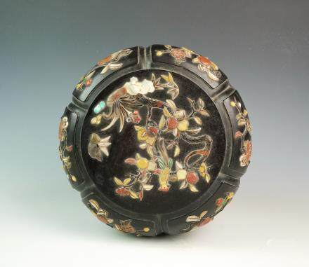 CHINESE WOOD CARVED COVER BOX WITH INLAID
