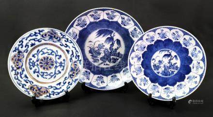 A Chinese porcelain blue and white dish, late 18th/early 19th century,
