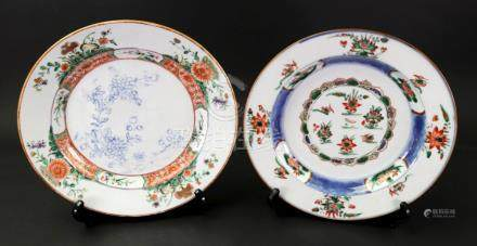 An unusual Chinese famille verte plate, Kangxi,