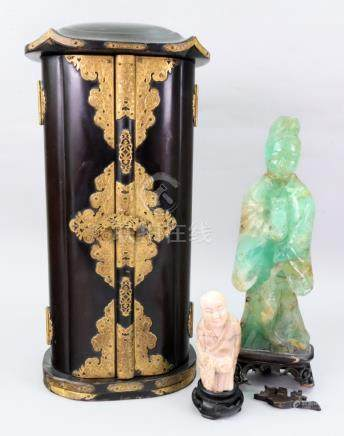 A Chinese green quartz figure of Guanyin, late 19th/20th century,