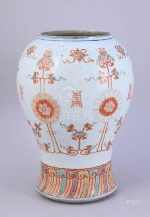 CHINE - XVIIIe  BAS DE VASE cornet coupé, en porcelaine émaillée polychrome à d