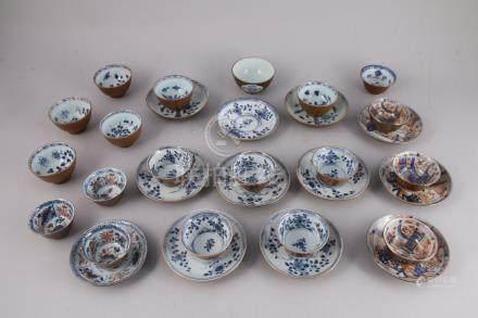 CHINE - XVIIIe  17 SORBETS et 12 SOUCOUPES en porcelaine émaillée capucin à l'e