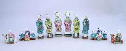CHINE - Époque JIAQING (1796-1820)  Ensemble de DIX STATUETTES en porcelaine ém