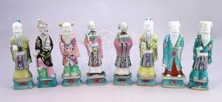 CHINE - Époque JIAQING (1796-1820)  HUIT STATUETTES en porcelaine émaillée poly