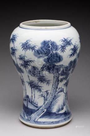 CHINE - XIXe  BAS de VASE de forme YANYAN en porcelaine à décor en bleu sous co