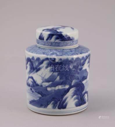 CHINE - XIXe  BOÎTE À THÉ en porcelaine à décor en bleu sous couverte de chaumi