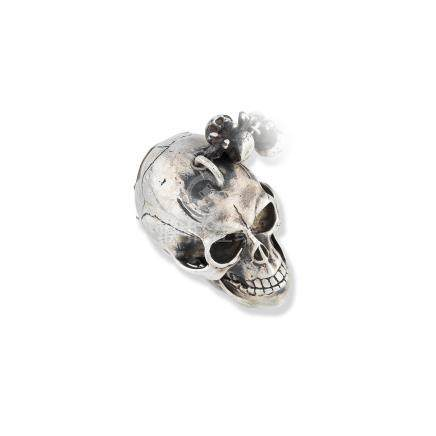 L'epine, Paris. An unusual silver skull form key wind momento mori watch 18th Century and later