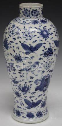 19TH C. CHINESE BLUE & WHITE PORCELAIN VASE