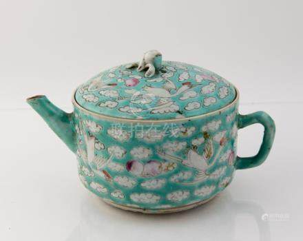 Chinese Porcelain Tea Pot 19th Century or Earlier