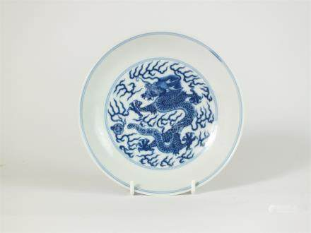 Chinese blue and white porcelain saucer dish, Qianlong seal mark